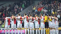 V pondělí uctili památku obětí polské tragédie aktéři fotbalového derby mezi Spartou a Slavií