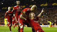Útočník Liverpoolu Dirk Kuijt se raduje z branky do sítě pražské Sparty.