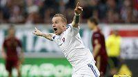 Slovenský reprezentant Miroslav Stoch jásá po gólu, který vstřelil do ruské sítě.