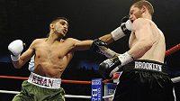 Boxer Amir Khan složil svého soupeře Dmitrije Salitu za 76 sekund.
