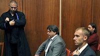 Obžalovaní Petr Drobisz (vpravo) a Karel Kapr ve čtvrtek v jednací síni olomouckého soudu.