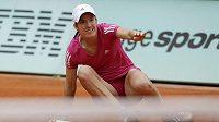 Belgická tenistka Justine Heninová v utkání proti Australance Stosurové na Roland Garros.