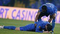 Obránce Levski Sofia Ivo Ivanov leží na trávníku po vlatním gólu, který vstřelil proti Lille.