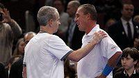 Zleva John McEnroe a Ivan Lendl po exhibičním zápase.
