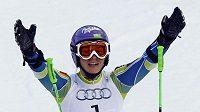 Tina Mazeová oslavuje zisk zlata v obřím slalomu na MS v Garmisch-Partenkirchenu.