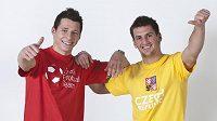 Marek Suchý (vlevo) a Martin Fenin se chystají na duel s Litvou.