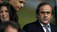 Prezident UEFA Michel Platini (vpravo)