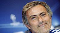 Trenér Realu Madrid José Mourinho má dobrou náladu.