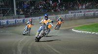 Tomasz Gollob projíždí vítězně cílem