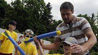 Bývalý oštěpař Jan Železný při představení projektu Atletika pro děti.