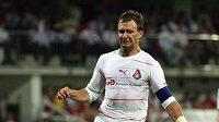 Brankář Trnavy Martin Raška zasahuje v utkání proti Lokomotivu Moskva.