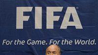 Šéf FIFA Sepp Blatter na tiskové konferenci.