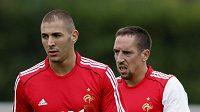Zleva Karim Benzena a Franck Ribéry při tréninku národního mužstva.