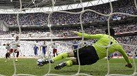 Petr Čech a jeho úspěšný zákrok při penaltě.