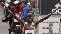 Keňan Patrick Makau dosáhl při maratón v Rotterdamu vynikajícího času 2:04:47 hodiny, kterým se zařadil na čtvrté místo historických tabulek.