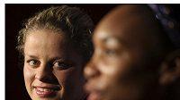 Belgická tenistka Kim Clijstersová (vlevo) po utkání s Venus Williamsovou.
