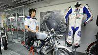 Karel Abraham předal věnoval svoji závodní kombinézu z premiérové sezóny v MotoGP do sbírky Národního technického muzea v Praze.