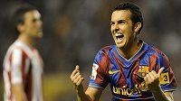 Fotbalista FC Baarcelona Pedro Rodriguez oslavuje gó.