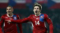 Václav Pilař (vpravo) oslavuje gól vstřelený Černé Hoře.