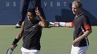 Tenisté Leander Paes z Indie (vlevo) a Lukáš Dlouhý ve finále čtyřhry na grandslamovém US Open