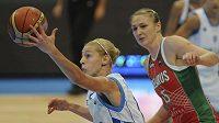 Z osmifinálového utkání Řecko - Bělorusko: Katerina Sotiriuová (velvo) z Řecka a Marina Kressová z Běloruska.