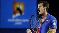Brit Andy Murray v utkání se Španělem Rafaelem Nadalem.