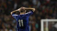 Zklamaný útočník Bosny a Hecegoviny Edin Džeko po utkání s Portugalskem. od odvety si však Bosňané slibují postup na EURO