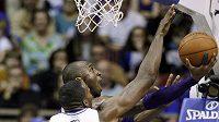 Kobe Bryant patřil k nejlepším hráčům Lakers, ale na vítězství nad Orlandem to nestačilo.