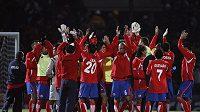 Fotbalisté Kostariky se radují po vítězství nad Bolívií na Copa América