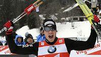 Švýcarský lyžař Dario Cologna se raduje z průběžného vedení Tour de Ski