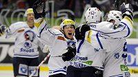 Hráči Plzně se radují z gólu do sítě Litvínova.