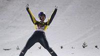 Rakušan Thomas Morgenstern se raduje z nejdelšího skoku v soutěži.