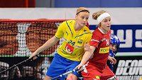 Denisa Billá brání švédskou hvězdu Dahlerusovou.