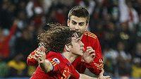 Carles Puyol se raduje ze vstřelené branky Německu.