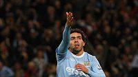 Útočník Manchesteru City Carlos Tevéz se raduje z branky.