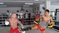 Michal Hamršmíd (vlevo) při tréninku v Thajsku.