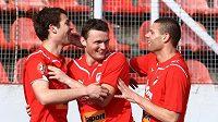 Plzeňští fotbalisté se radují z branky proti Kladnu.