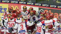 Hokejisté Českých Budějovic se radují z vítězství nad Vítkovicemi ve druhém zápase čtvrtfinále play-off.