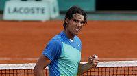 Španělský tenista Rafael Nadal se raduje z postupu do semifinále Roland Garros.