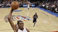 Hráč Oklahomy Kevin Durant je podle kouče Lakers protežován rozhodčími.