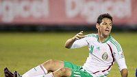 Zklamaný útočník Mexika Guillermo Franco během utkání v Salvadoru