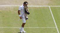 Roger Federer během zápasu s Berdychem ve Wimbledonu