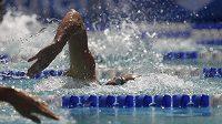 Květoslav Svoboda z Komety Brno při rozplavbě na 200 metrů volným způsobem. Vyhrál jí časem 1:52,25 min.