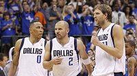Basketbalisté Dallasu Shawn Marion (vlevo), Jason Kid (uprostřed) a Dirk Nowitzki