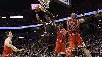 Hráče Heat dorazil třemi trestnými hody Luol Deng (9).