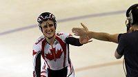 Kanaďanka Whittenová se raduje z druhé zlaté medaile.