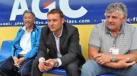 Trenér fotbalistů Ústí nad Labem Svatopluk Habanec (uprostřed).