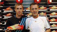 Tomáš (vlevo) a Jan Berger v prodejně adidas.
