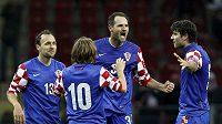 Fotbalisté Chorvatska oslavují branku vstřelenou Turecku.