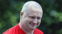 Jednu sázku už trenér Pavel Vrba prohrál. To když musel po zisku titulu dohola. Teď přišel i o oblíbený svetr.